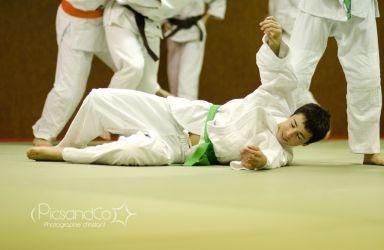 Moment de chute au sol pour un judoka