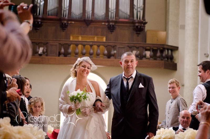 L'entrée de la mariée dans l'église