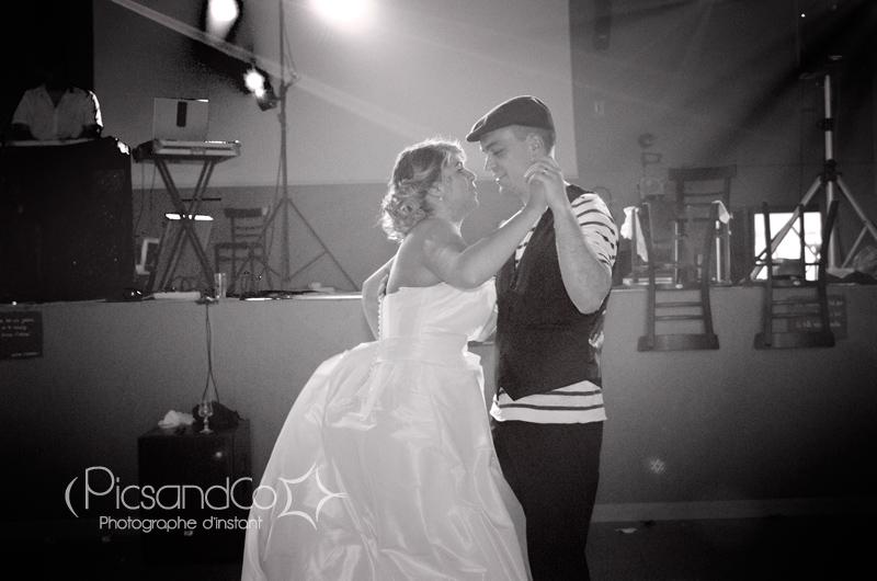 Plein de bonheur à ces mariés que je laisse danser avecc familles et amis