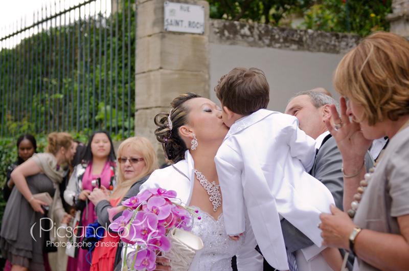 Le bisous de son enfant avant la cérémonie