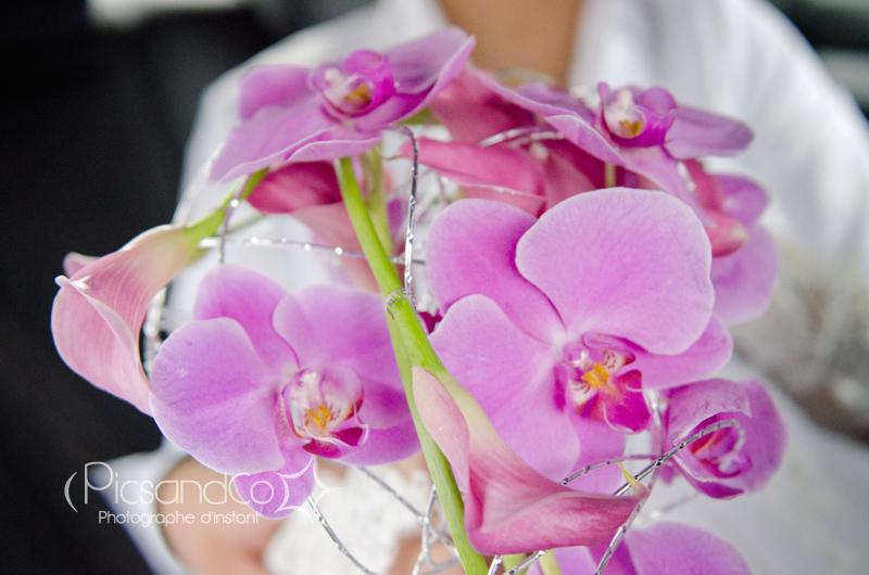 Un beau bouquet d'orchidée pour la mariée