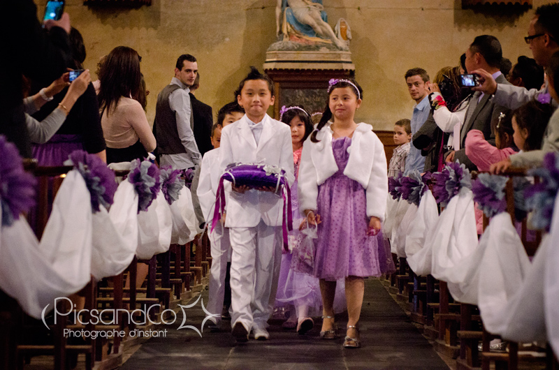 l'arrivée des enfants d'honneur dans l'église