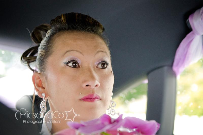 Portrait de la mariée en voiture
