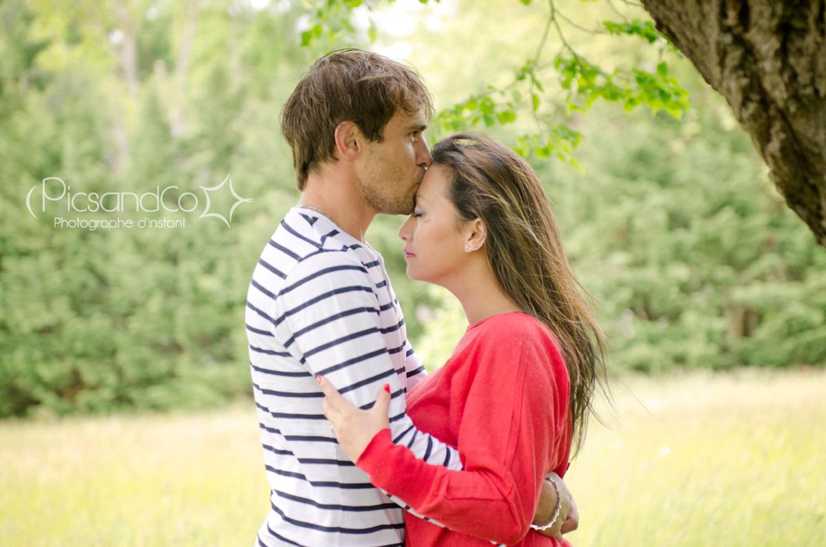 Moment détente pendant la séance avant le mariage