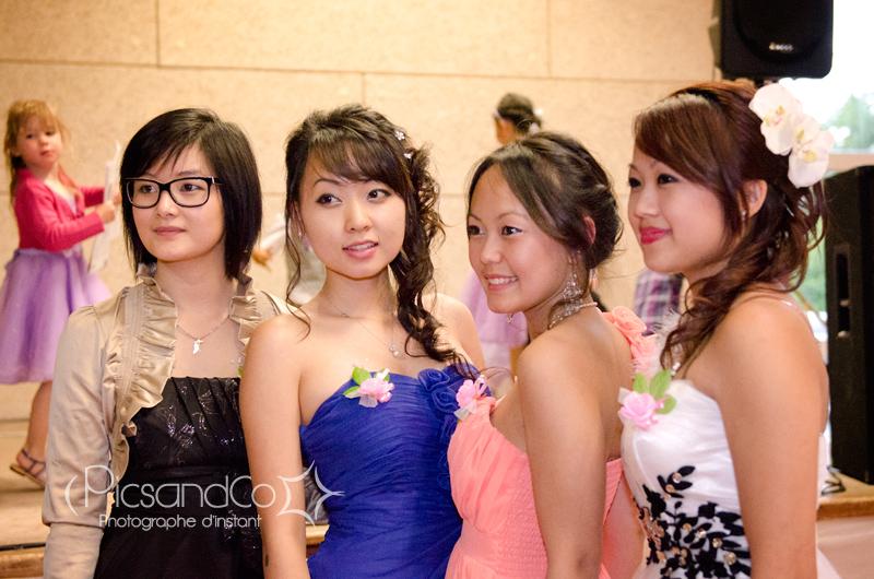 De belles demoiselles d'honneur au mariage