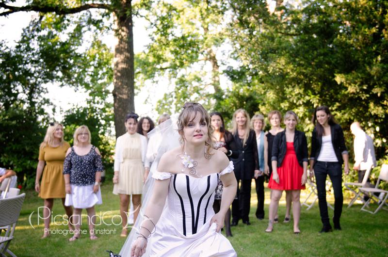 Attention, le bouquet va être lancée par la mariée !