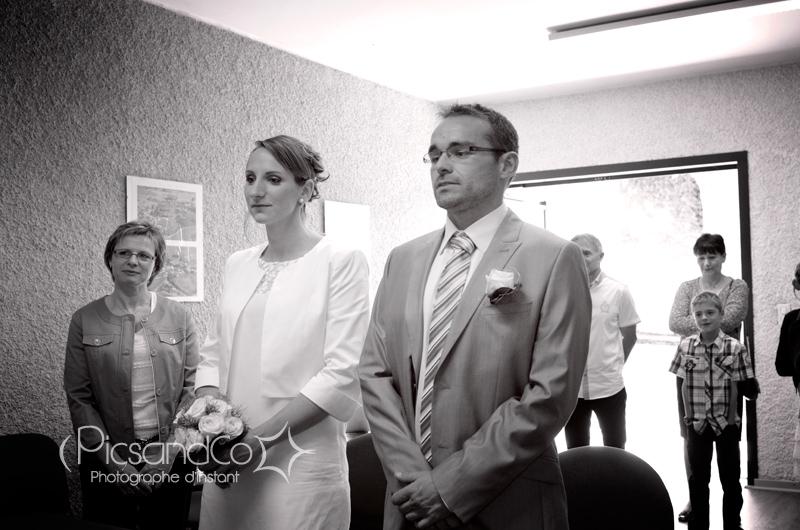 Le couple pendant la cérémonie civile du Mariage vers Toulouse