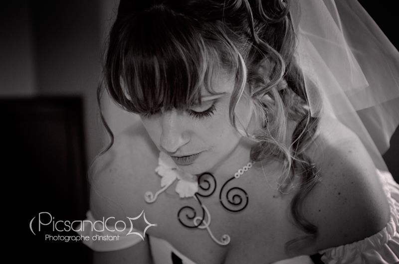 Préparation de la mariée à l'hôtel à Saint Ferréol