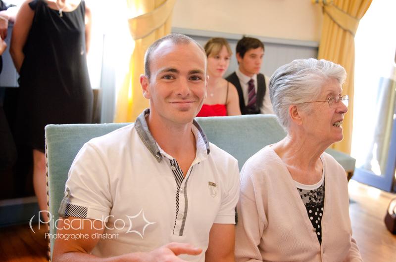 Le témoin du marié avec sa grand-mère