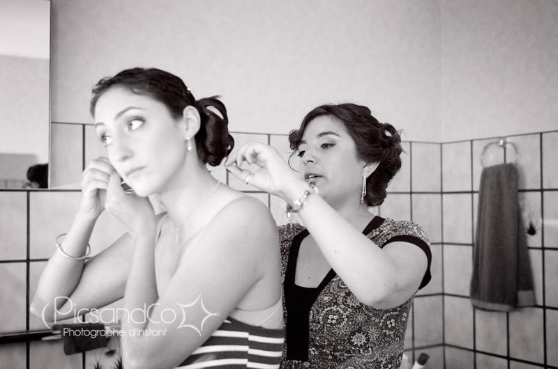 Préparation de la mariée au côté de sa soeur à Toulouse
