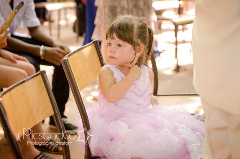 Regard d'enfant pendant le mariage