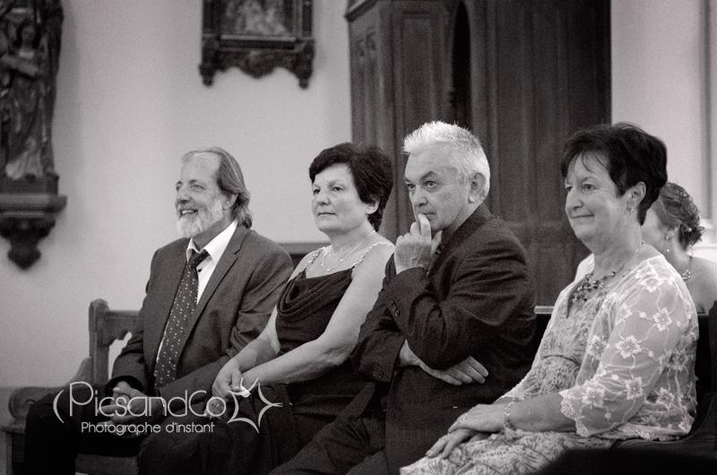 Les parents des mariés pendant la cérémonie religieuse du mariage