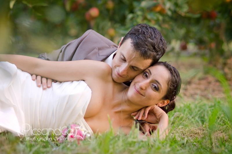 Seéance photo de mariage dans les pommiers de Montauban