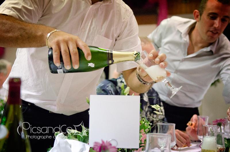 Quelques bulles de champagne pour fêter le mariage