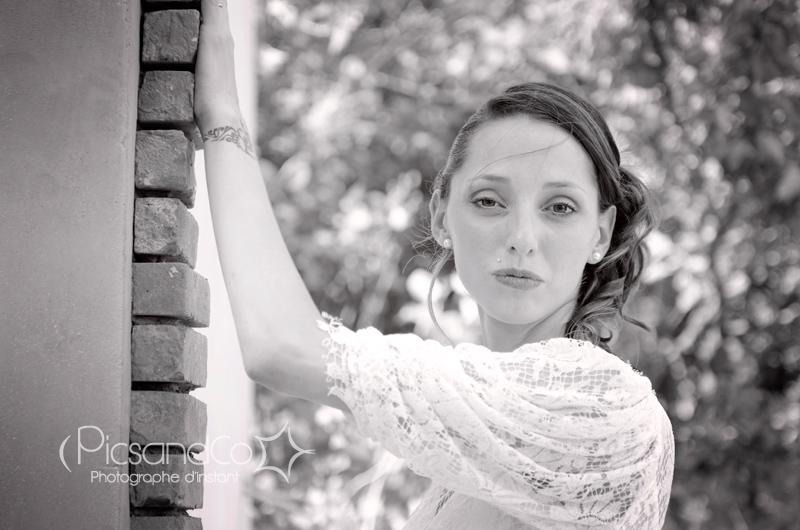 Petite pause photo de la jolie mariée