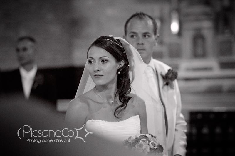 Photo de la mariée pendant la cérémonie religieuse