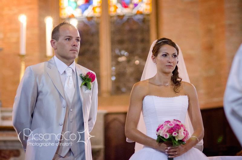 Le couple de marié dans l'église de Villefranche de Lauragais - Toulouse