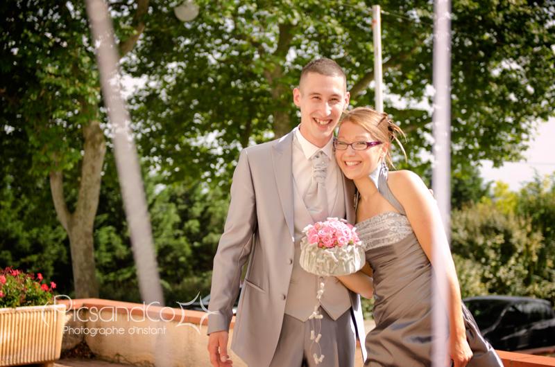 Photo du couple avant l'entrée dans la mairie de Monferrand dans l'aude