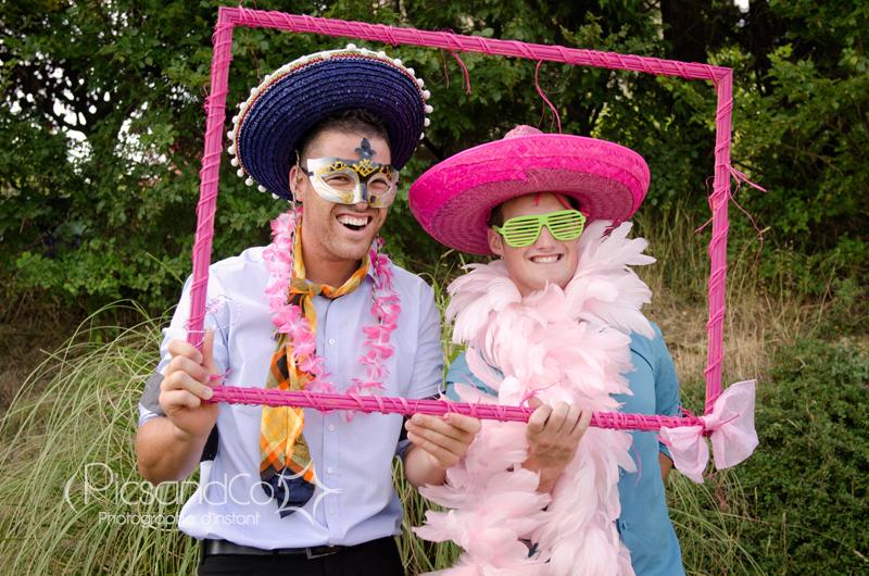 Photobooth improvisé avec les invités du mariage