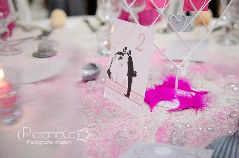 Photo de détails de déco dans la salle de mariage