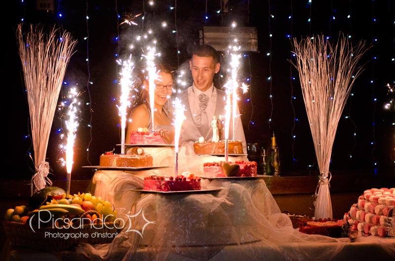 Une belle table de desserts de mariage