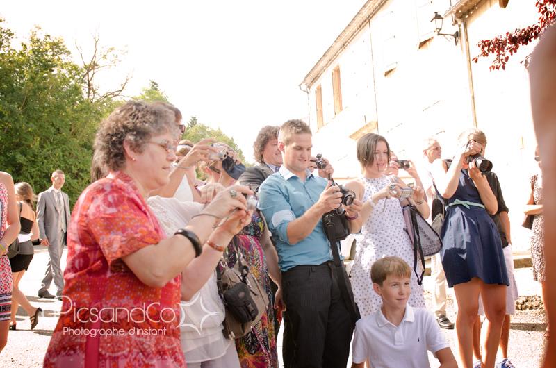 Arrivée des stars devant les invités du mariage