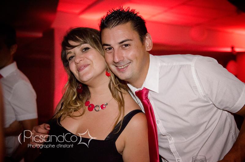 Photo de couple pendant la soirée du mariage