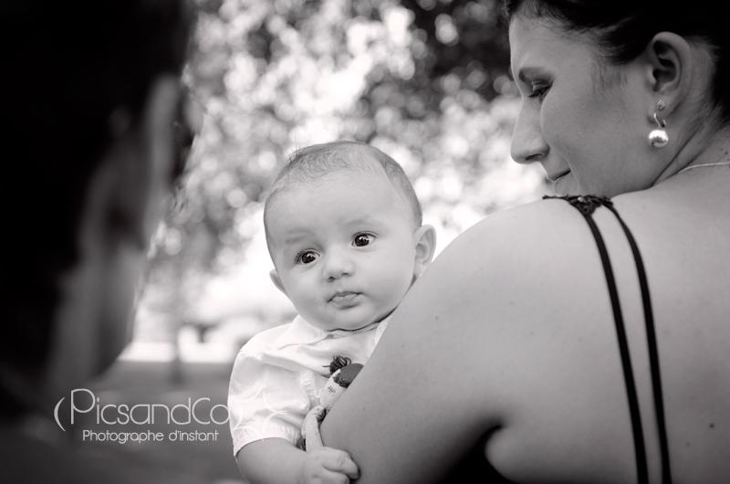 Portrait photo d'un bébé pendant les festivités du mariage