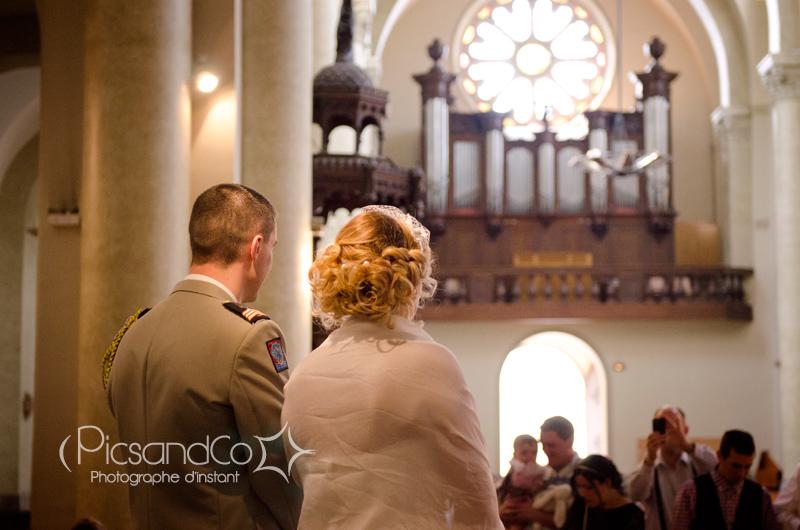 Reportage mariage guinguette et vintage, ici à l'église de Revel