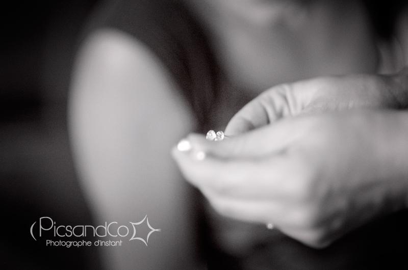 Détail photo pendant la partie préparation d'une mariée