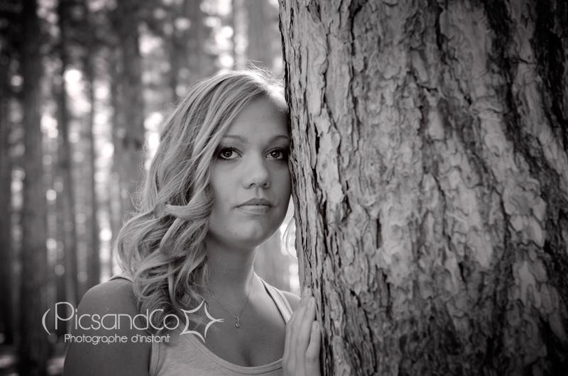 Portrait photo jeune femme par PicsandCo photographe d'instant