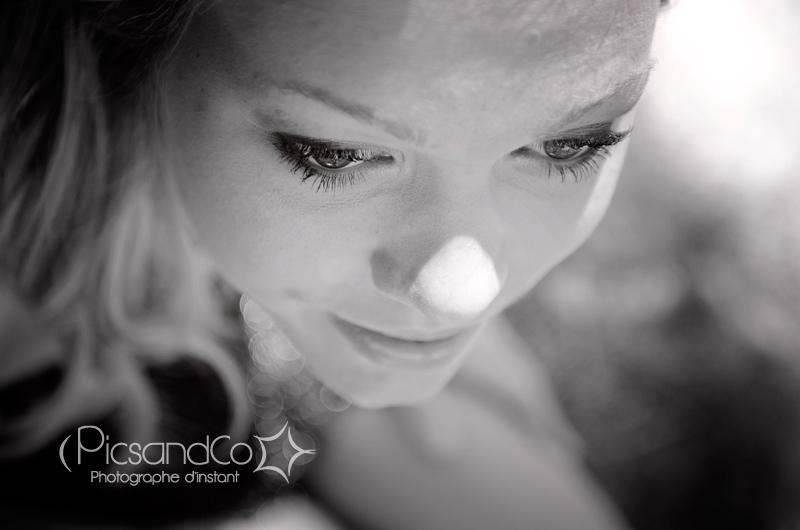Portrait en noir et blanc par PicsandCo - photographe d'instant