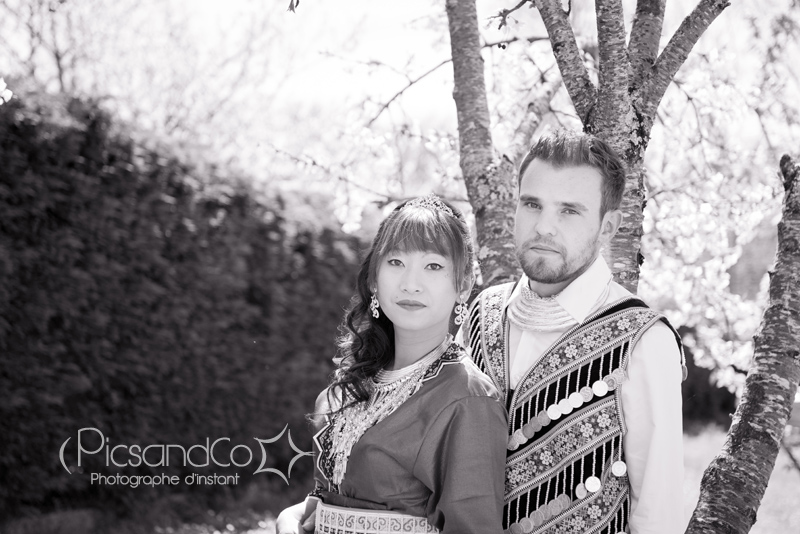 Photo de couple en costume traditionnel Hmong