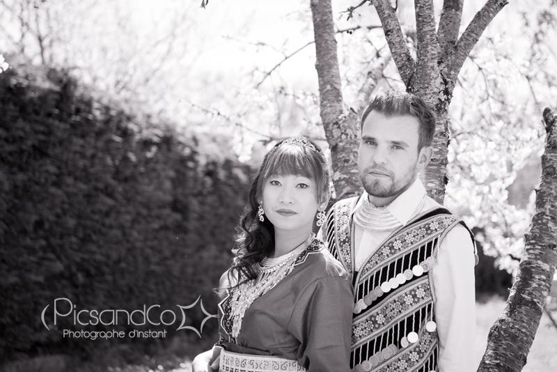 Photo de couple en costume traditionnel Hmong