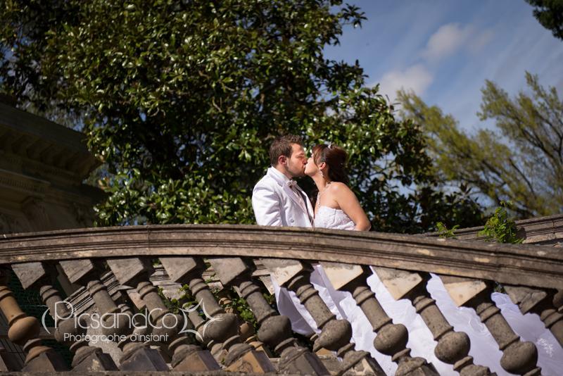 Photo de couple après le mariage sous le soleil