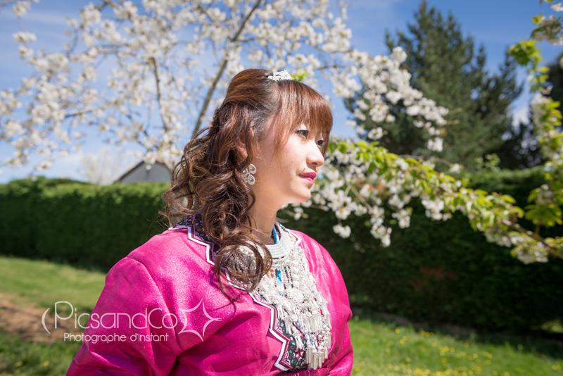 Portrait photo de la mariée en costume traditionnel