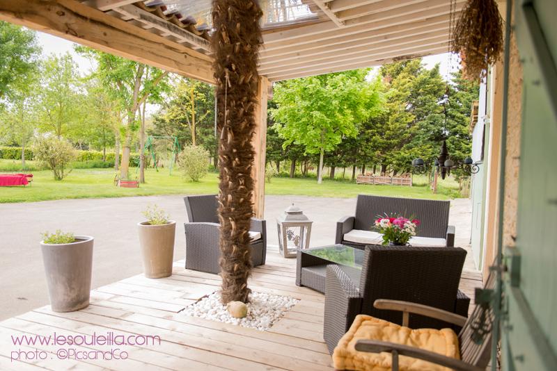 Photo de l'espace détente de la terrasse près du Canal du Midi