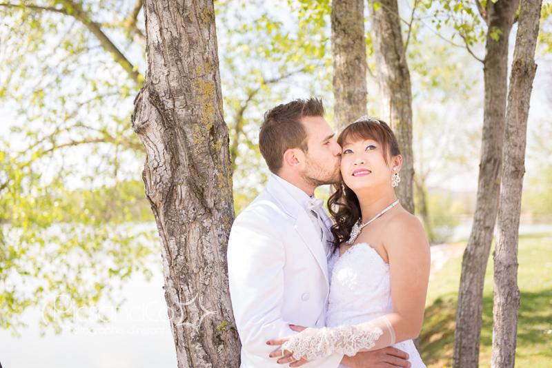 Photo de couple au bord du lac du Dicosa dans le Tarn